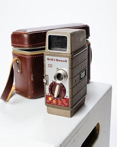 VC022 Bell and Howell Vintage Movie Camera-2.jpg