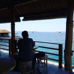 Katanya menikmati lautan... #autore #latepost
