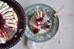 Refreshing Lemon Cake with Blackberries and Cream Cheese