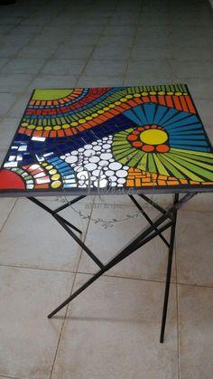 MESA CUADRADA DE HIERRO FORJADO en Helena Arte & Deco Pebble Mosaic, Mosaic Diy, Mosaic Garden, Mosaic Crafts, Mosaic Projects, Mosaic Glass, Mosaic Tiles, Fused Glass, Mosaic Artwork