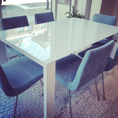 Bianco dinning table by Claudio Dondoli & Marco Pocci and and TV chair by Pierre Paulin. A beautiful combination, both available at Central in Oxford