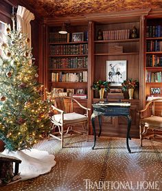 Check out how interior designer Shelley Johnstone Paschke decked out her beautiful Lake Forest, Illinois home for the holidays! Chocolate Bedroom, Home Office, Cozy Library, Library Ideas, Enchanted Home, Interior Decorating, Interior Design, Decorating Ideas, Patterned Carpet