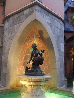 Cinderella's Fountain, Fantasyland, Magic Kingdom, WDW.