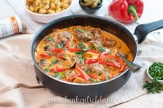 Stroganoff pan with meatballs, Food And Drinks, Stroganoff pan with meatballs. A Food, Good Food, Food And Drink, Yummy Food, Tapas, Low Carb Recipes, Cooking Recipes, Healthy Recipes, Low Carb Brasil