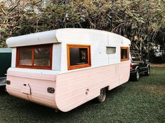 Viscount caravans bring back childhood memories for so many Australians, and these Viscount caravan renovations bring them all back to life. Caravan Paint, Diy Caravan, Caravan Hacks, Caravan Living, Caravan Home, Caravan Decor, Caravan Vintage, Vintage Campers Trailers, Vintage Caravans