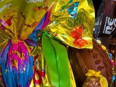 Tutorial per realizzare un porta orecchini riciclando la base di un uovo di pasqua. Materiale usato: - UNA BASE - UNA BARRA FILETTATA O UN BASTONCINO DI LEGN...