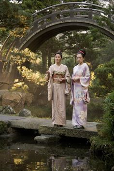 Michelle Yeoh and Ziyi Zhang in Memoirs of a Geisha