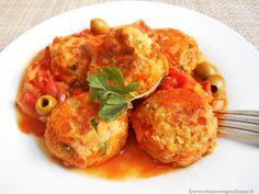 Spécialité typique de la cuisine catalane, les boules de picoulat sont des  boulettes bien rondes de la taille d'un abricot, faites (pour nous) d'un  hachis de légumineuse (des lentilles en remplacement de la viande) et  d'oignon, fortement relevées en poivre et nageant dans un coulis tomaté aux  olives.  La préparation des boulettes se réalise en mêlant le hachis de lentilles  corail à de l'oignon, des échalotes, de l'ail et du persil, de la farine,  du poivre et du sel. Façonnées à la…
