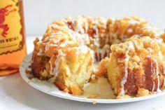 Fireball Vanilla Peach Cake Fireball Recipes, Alcohol Recipes, Drinks Alcohol, Fireball Cake Recipe, Whiskey Recipes, Martini, Fröhliches Halloween, Alcoholic Desserts, Alcoholic Shots