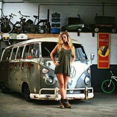 GIRLS AND KOMBI