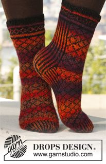 Hot Sunset - Socks with pattern in Fabel by DROPS design Knitting Patterns Free, Free Knitting, Free Pattern, Drops Design, Drops Patterns, Ravelry, Fingerless Gloves Knitted, Knitting Socks, Knit Socks