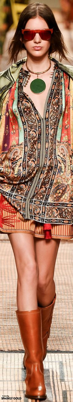 Etro Collections Spring 2017 Ready-to-Wear Collection Fashion 2017, Boho Fashion, Spring Fashion, High Fashion, Fashion Outfits, Womens Fashion, Fashion Design, Fashion Trends, Women's Haute Couture Fashion