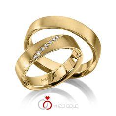 1 Paar Trauringe - Legierung: Gelbgold 585/- Breite: 5,00 - Höhe: 1,40 - Steinbesatz: 7 Brillanten zus. 0,07 ct. tw, si (Ring 1 mit Steinbesatz, Ring 2 ohne Steinbesatz)