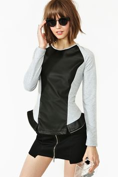 Future Perfect Peplum Top - garder en tete la decoupe devant