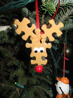 Cute idea: Puzzle piece reindeer ornament. The perfect way to re-use lost pieces!