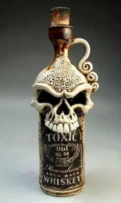 Botella. Calavera