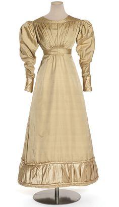 Robe, France, vers 1822  Sergé, satin  Achat, 1998  Inv. 988.1019
