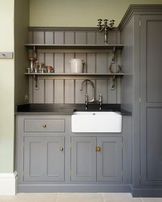 Chic Kitchen Units Tongue and groove boarding and open shelving painted the same colour as the kitchen units give this utility room a real period feeling. Kitchen Decor, Kitchen Inspirations, Home Decor Kitchen, Boot Room, Kitchen Styling, Kitchen Design, Utility Rooms, Basement Decor, Country Kitchen