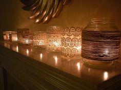 DIY: Bespuit de buitenkant van het glas met lijmspray en zet dan het touw of kant vast. #decoration