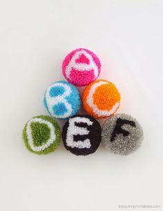 Tutorial para hacer pompones con el abecedario  | DEF Deco - Decorar en familia