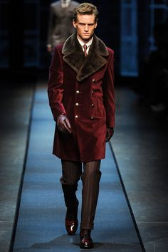 See the Collection: Canali Fall 2013 : Double breasted jackets, plush velvet, and rich earth tones: The Canali Fall 2013 collection is classic Victorian for the modern gentleman. Sharp Dressed Man, Well Dressed Men, Costume En Lin, Moda Formal, Mode Man, Fashion Show, Mens Fashion, Milan Fashion, Sporty Fashion