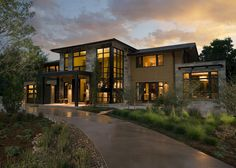 Explore the best in design. View the most comprehensive photo collection of luxury homes and connect with top design experts. Contemporary House Plans, Modern House Plans, Modern House Design, Modern House Styles, Boulder Colorado Real Estate, Modern Architecture House, Architecture Design, Architecture Interiors, Luxury Homes Dream Houses