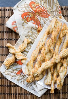 Esta es otra de esas recetas del ideario colectivo acá en EEUU, he visto varias formas de hacerlos palitos en distintos blogs y en la TV. Se pueden hacer con unos días de antelación y guardar en un frasco hermético (mi mamá usaba los tarros de leche nido desocupados y limpios para guardar galletas). En... 30 Minute Meals, Shrimp, Buffet, Turkey, Meat, Cooking, Recipes, Food, Hot Dog