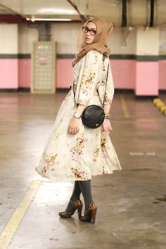 Floral dress, grey tights, paired with leopard prints. Floral dress, grey tights, paired with leopa Islamic Fashion, Muslim Fashion, Modest Fashion, Women's Fashion, Hijab Elegante, Hijab Chic, Modest Dresses, Modest Outfits, Cute Dresses