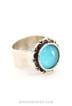 Beautiful ring, love the color and style.