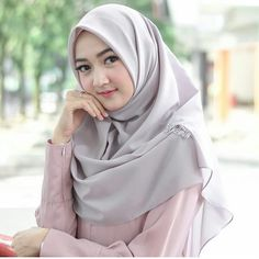 Muslim Fashion, Hijab Fashion, Girl Fashion, Womens Fashion, Hijab Niqab, Hijab Chic, Hijabi Girl, Girl Hijab, Muslim Girls