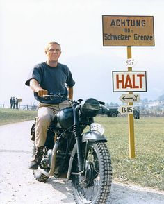 Steve McQueen on a Triumph made to look like a German bike in ''The Great Escape''. I know this is Germany but you can't have a board which has anything to do with motorbikes and not have Steve McQueen. Vintage Bikes, Vintage Motorcycles, Vintage Motocross, Steve Mcqueen Motorcycle, Steeve Mcqueen, Best New Cars, Cinema Tv, Photo Vintage, The Great Escape