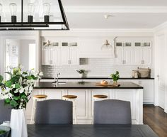 We can never have too much white for a classic Hamptons style kitchen but this one furnished with touches of black and natural wood elements brings the look together perfectly. Image source: Oswald Home Hamptons Style Homes, Hamptons House, The Hamptons, Hamptons Decor, Country Kitchen, New Kitchen, Kitchen Decor, Kitchen Wood, Custom Home Designs
