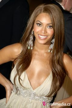 Beyonce Hairstyle Clip in Human Hair Extension Fashion Style of 2013 Wavy about Hair Color For Warm Skin Tones, Brown Hair Colors, Lace Front Wigs, Lace Wigs, Divas, Best Wigs, Beyonce Knowles, Poses, Celebrity Hairstyles