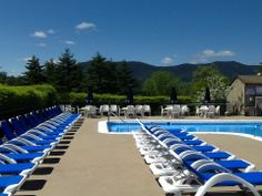 Located on 30 acres, the relaxed ambiance of the Fox Ridge Resort is as nice as the scenery. At this North Conway resort you can relax in our sparkling outdoor swimming pool, surrounded by stunning mountain views.