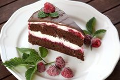 Čokoládová smotanovo - malinová torta, recept | Tortyodmamy.sk Cheesecake, Dessert Recipes, Sweet, Cakes, Food, Mascarpone, Kitchens, Cherries, Cheesecakes