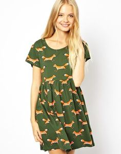 I like this Smock Dress and the Print but think I would Wear Chunky Belt below Chest to give more Shape