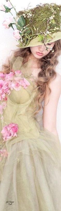 Floral Fashion, Green Fashion, Shades Of Green, Pink And Green, Green Silk, Selena, Mademoiselle, Her Hair, Flower Power
