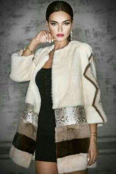 Pinning for the idea only! Gorgeous looking Multi Mink Fur & Python Coat. Could I manage to make som Fur Fashion, Look Fashion, Hijab Fashion, Fashion Dresses, Womens Fashion, Fashion Design, Trent Coat, Kleidung Design, Fabulous Furs