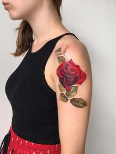 kadın üst kol kırmızı gül dövmesi woman upper arm red rose tattoo