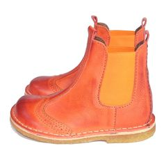 These pumps are so cool in orange they are so sweet with the detailed stitching on the leather and so easy to wear with the elastic side bands.     13,440 yen