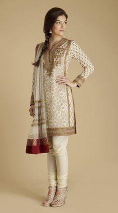 Ritu Kumar Indian Fashion, Very classy, wealthy look. Lehenga, Anarkali, Sarees, Fashion Mode, Asian Fashion, Tokyo Fashion, Street Fashion, Fashion Trends, Indian Attire