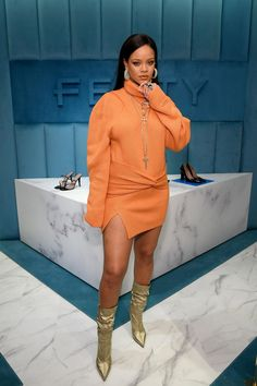Rihanna ditched the New York Fashion Week runway for a more intimate Fenty store event at Bergdorf Goodman - and wowed in terracotta in the process. Mode Rihanna, Rihanna Style, Rihanna Fenty, Rihanna Baby, Rihanna Fashion, Rihanna Outfits, Fashion Week, New York Fashion, Look Fashion