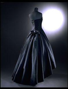 Soiree de Decembre; Y line Evening dress (back), House of Dior, ca. 1955-56