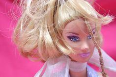 Czyżby styl wzorowany na słynnej lalce Barbie znów stanowił nowy trend w modzie?  #odzieżdlakobiet
