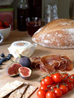 Oppussing av gammelt småbruk med utedo - Inspirasjon Oslo, Camembert Cheese, Vegetables, Food, Essen, Vegetable Recipes, Meals, Yemek, Veggies