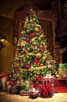 Beautifully Decorated Christmas Tree <3