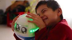 """Forradalmasíthatja az autisztikus betegségekkel élő gyerekek és nevelőik, családjuk életetét az a gömb alakú robot, amelyet év elején mutattak be a""""CES""""-en (Consumer Electronic Show Community), azaz nemzetközi elektronikai kiállításon. Ismerjétek meg ti is Lekát...Szőcs Lilla írása."""