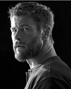 Chris Hemsworth photographed by Patrik Giardino for Men's Health. Liam Hemsworth, Hemsworth Brothers, Chris Hemsworth Beard, Charlize Theron, Beard Styles, Hair Styles, Elsa Pataky, Gentleman, My Hairstyle