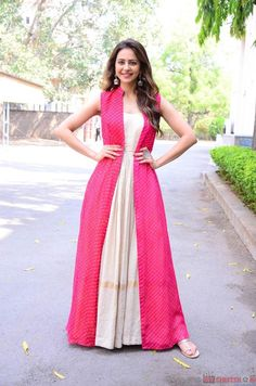 Rakul Preet Singh at Sridevi Biography Athiloka Sundari Katha Book Release. Rakul Preet launched the book on the life story of legendary actress Sridevi. Indian Fashion Dresses, Indian Gowns Dresses, Dress Indian Style, Indian Designer Outfits, Indian Wear, Stylish Dress Designs, Stylish Dresses, Casual Dresses, Long Gown Dress