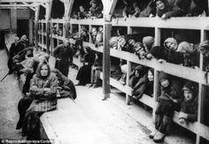 De slaap/ leefplek van dz joden in een kamp.